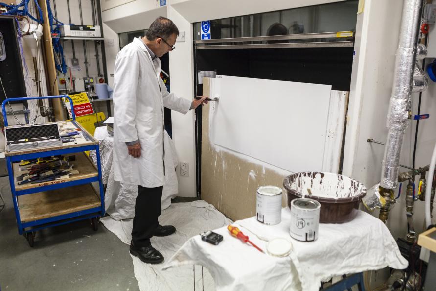 Test av antal dopp som behövs för att täcka en given yta. Foto: Frazer Waller