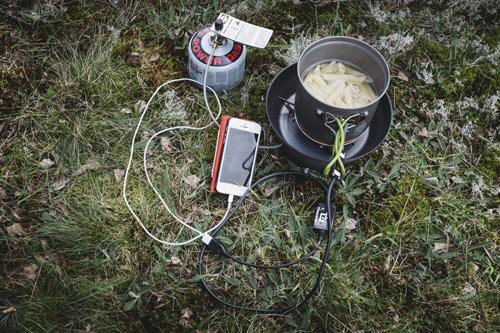 Så laddar du telefonen i bushen | Testfakta