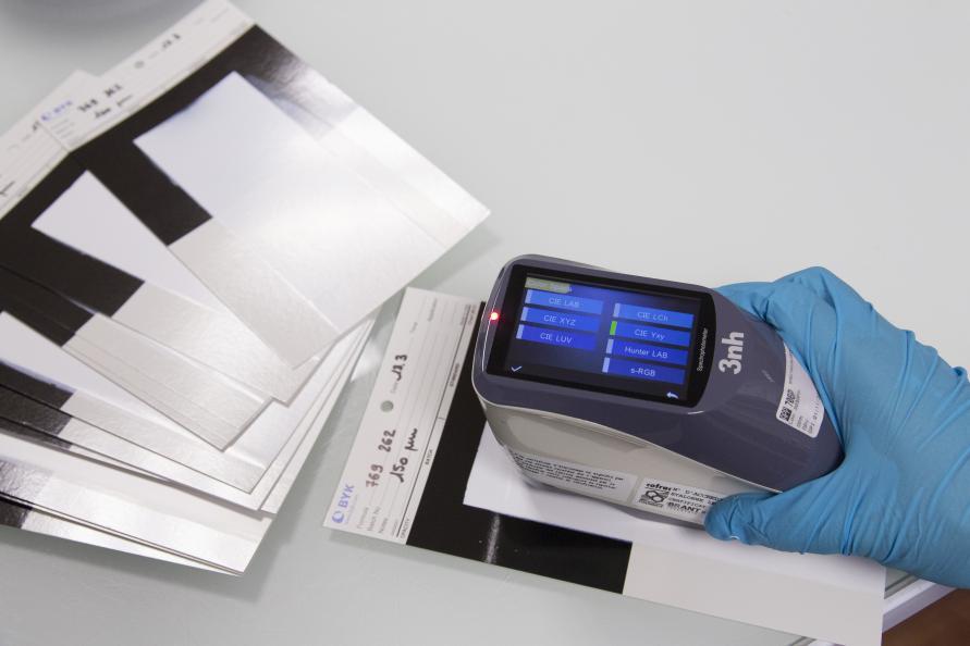 Färgens vithet mäts med en så kallad spektrofotometer. Foto: Matthieu Colin