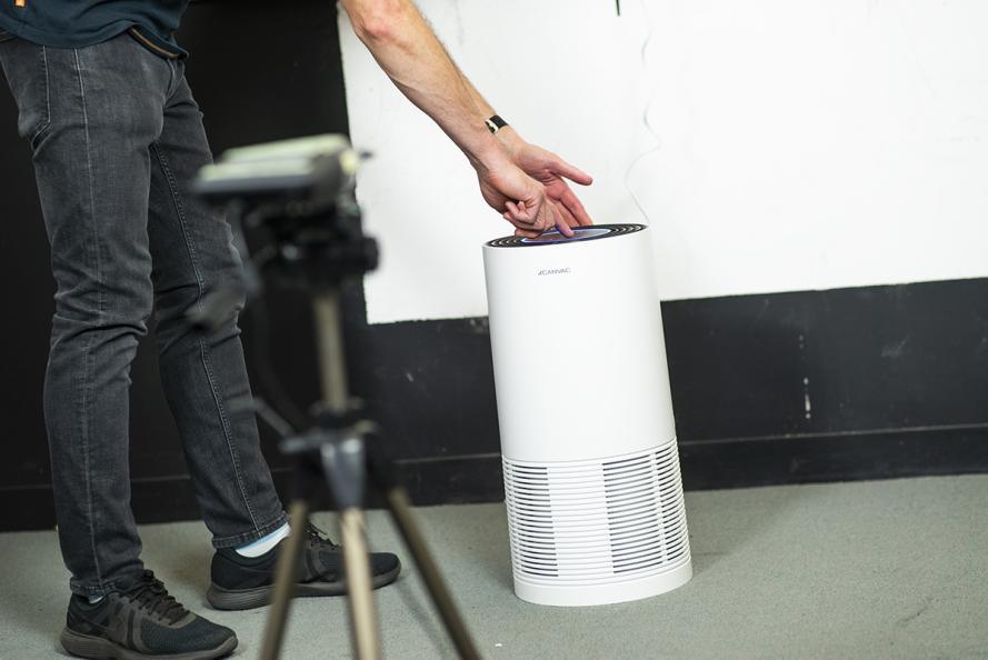 Laboratoriet mäter ljudnivån från olika vinklar i en kontrollerat, ekofritt rum. Foto: Redshift Photography