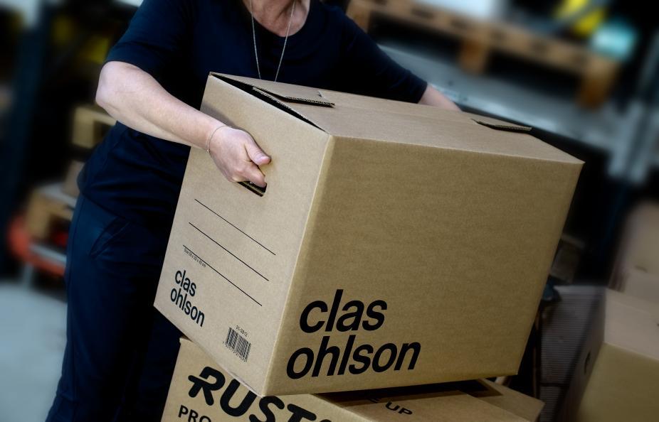 Belastningen i den översta lådan ökas succesivt upp till 260 kg eller till dess att någon av de undre lådorna kollapsar. Foto: Anna Sigge