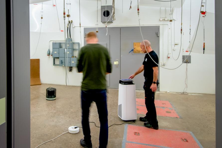 Laboratoriet förbereder ljudmätningarna. Foto: Anna Sigge