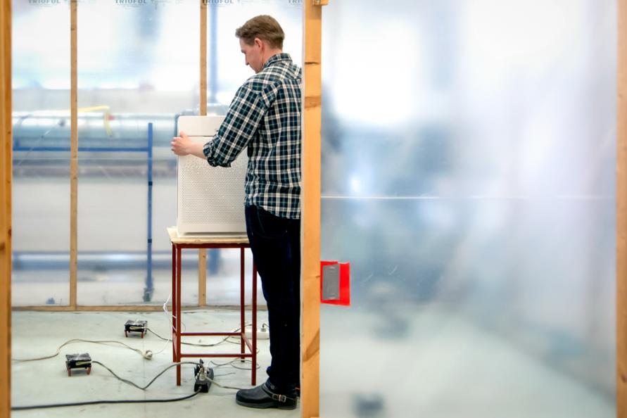Laboratoriet förbereder CADR-mätningarna. Foto: Anna Sigge