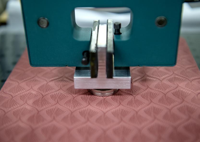 Mattans tryckutjämning mäts med olika intryckskroppar. Foto: Anna Sigge