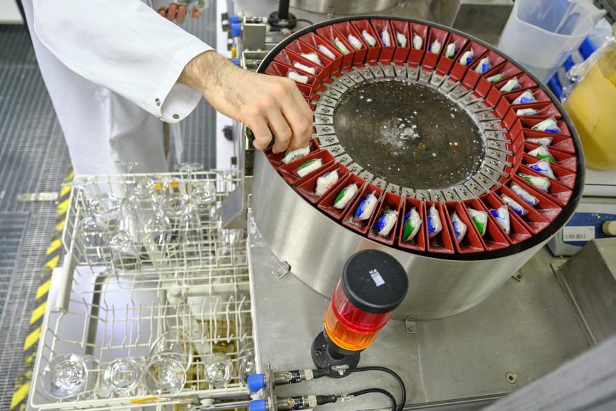 Diskmedlen matas in automatiskt för att möjliggöra ett stort antal repetitioner. Foto: Tobias Mayer