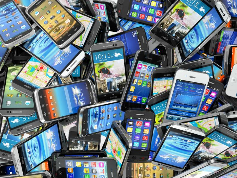 Allt fler får upp ögonen för hur smarta telefoner påverkar vår miljö. Den etiska uppstickaren Fairphone säljs slut på nolltid.