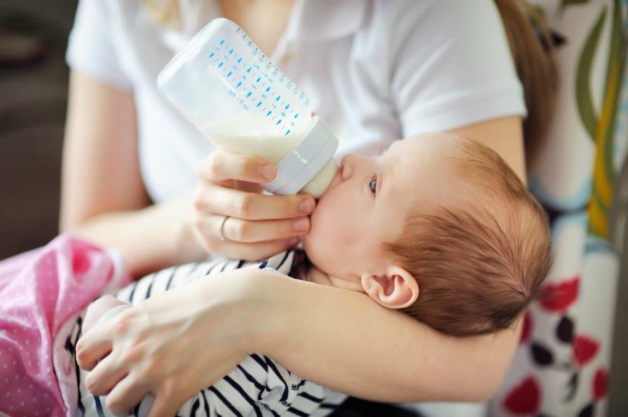 Cancerämnen i bröstmjölksersättningar på väg ner